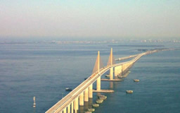 The Sunshine Skyway Bridge between St. Petersburg and Bradenton across Tampa Bay
